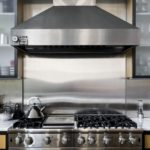 Advantages and Disadvantages of an Appliance Repair Specialist